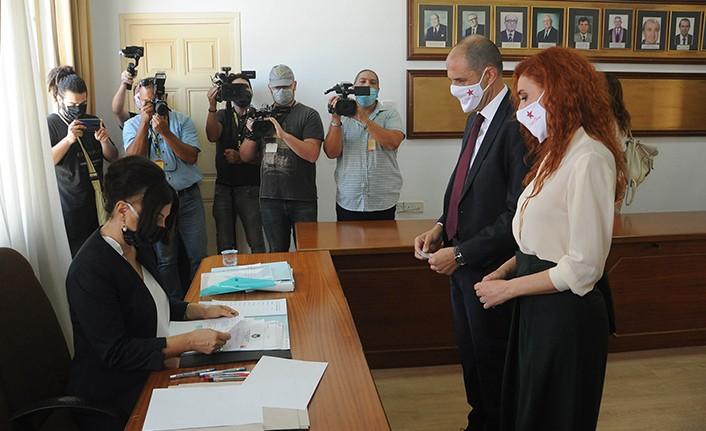 Bağımsız Cumhurbaşkanı Adayı Kudret Özersay YSK'ya başvurusunu yaptı