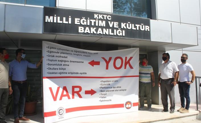 KTÖS Ve KTOEÖS Milli Eğitim Bakanlığı önünde eylem yaptı