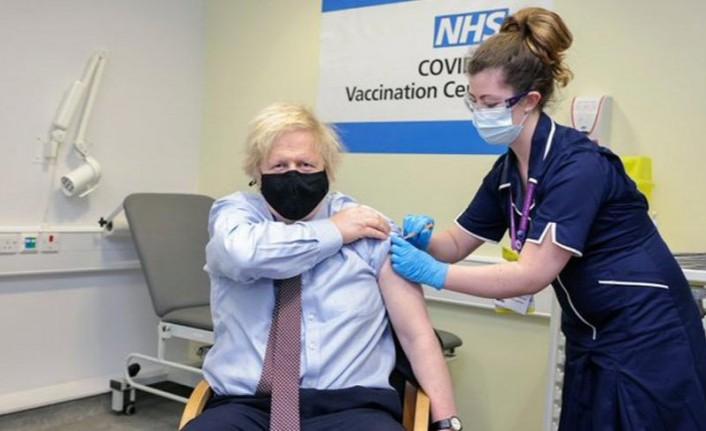 Johnson, AstraZeneca aşısını vuruldu
