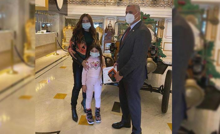 Özge Falyalı'dan Milli Eğitim Bakanlığı'na tablet desteği