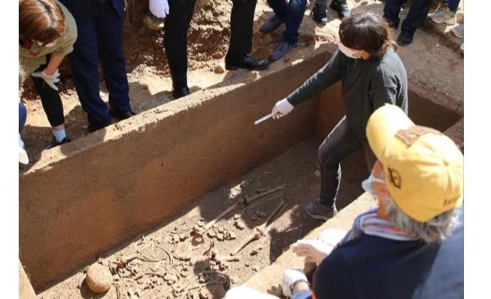 2 bin 400 yıllık mezarın kapağı açıldı