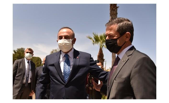 Dışişleri bakanı Ertuğruloğlu,Türkiye dışişleri bakanı Çavuşoğlu ile bir araya geldi