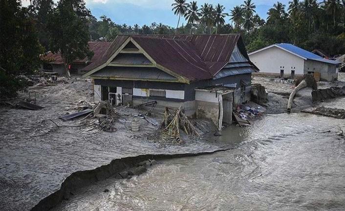 Endonezya'da sel felaketinde ölü sayısı 55'e çıktı