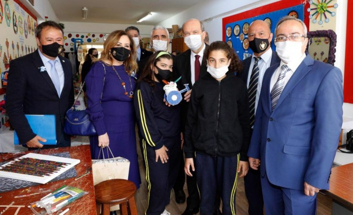 Ersin Tatar ve Sibel Tatar, Lefkoşa Özel Eğitim ve İş Eğitim Merkezi'ni ziyaret etti