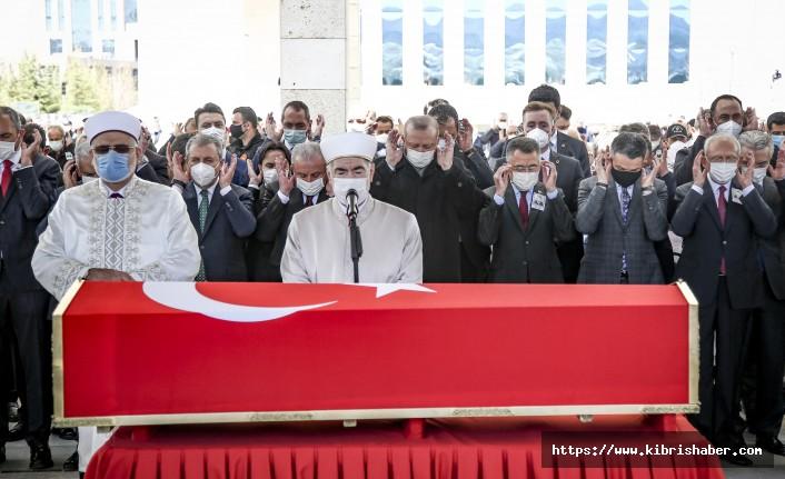 Eski Başbakan Yıldırım Akbulut son yolculuğuna uğurlandı