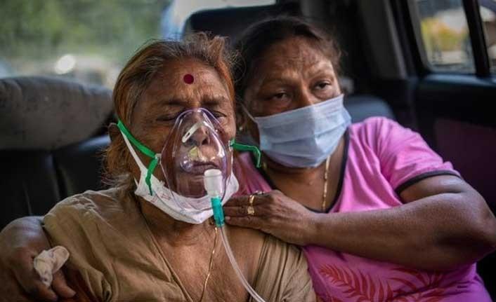 Hindistan'da hastaneler dolu, oksijen kaynakları tükeniyor