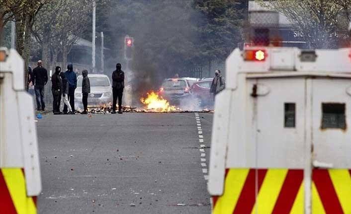 Kuzey İrlanda'daki şiddet olayları yeniden başaldı