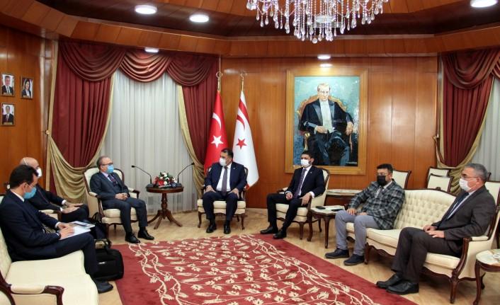 Saner, Türkiye Maarif Vakfı heyetini kabul etti.