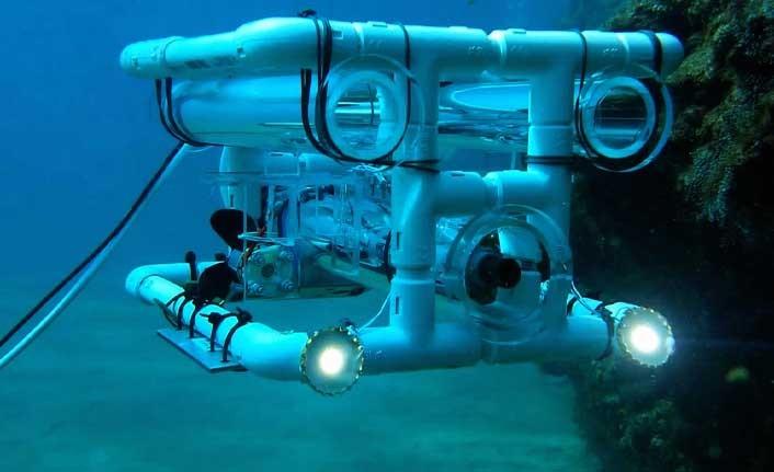 """KKTC'nin ilk sualtı robotu """"ORCA"""" denize indi"""