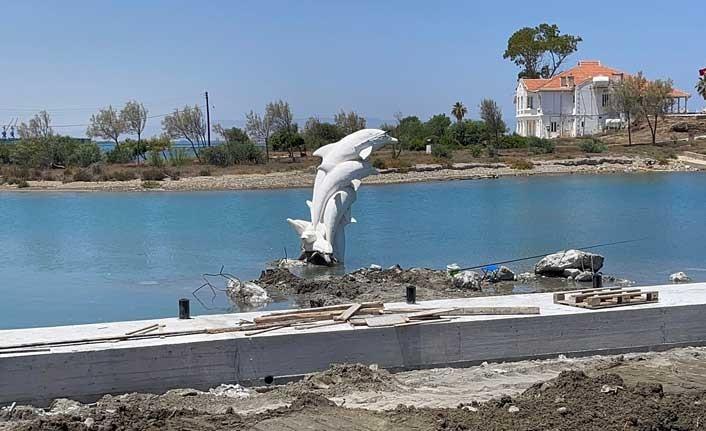 Balıkçı barınağındaki yunus heykelinin yeri değiştiriliyor