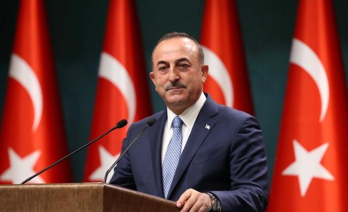 Güney Kıbrıslı ve Yunan siyasetçilerin üzerindeki kamuoyu baskısı türk siyasetçiler üzerinde yok