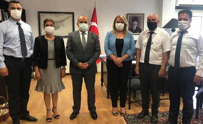 İstatistik Kurumu heyetinden Türkiye Lefkoşa Büyükelçisi Ali Murat Başçeri'ye nezaket ziyareti