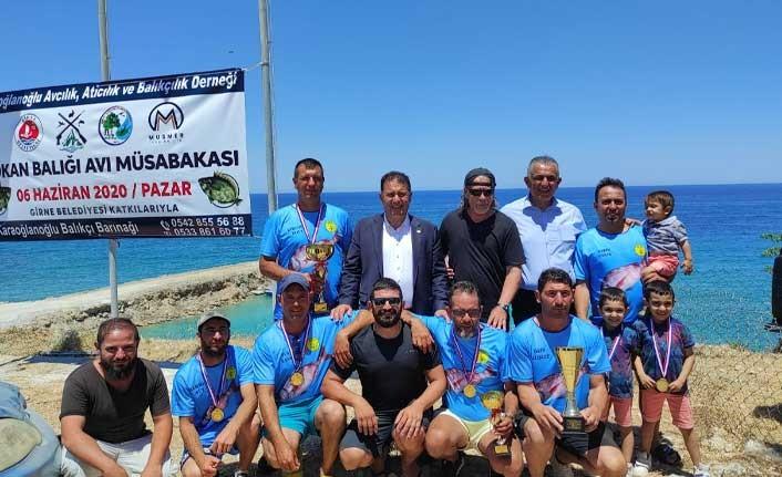 Saner, Karaoğlanoğlu'nda düzenlenen Balık Avlama yarışması ödül törenine katılarak, başarılı olanlara ödüllerini verdi