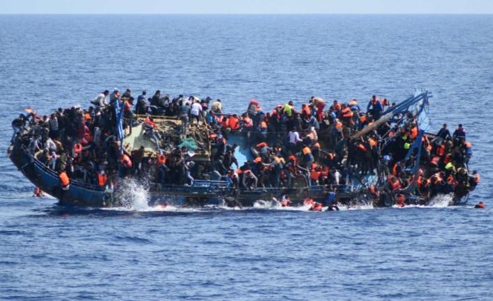 Yemen açıklarında ilerleyen göçmen teknesi alabora oldu