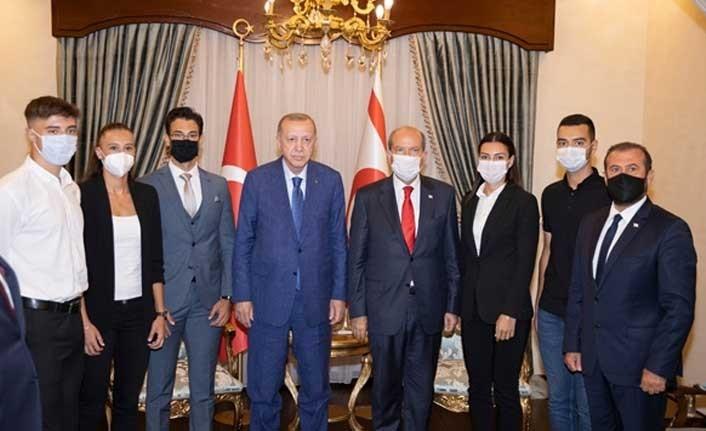 Milli sporcular, Erdoğan'a elde ettikleri başarıları anlattı