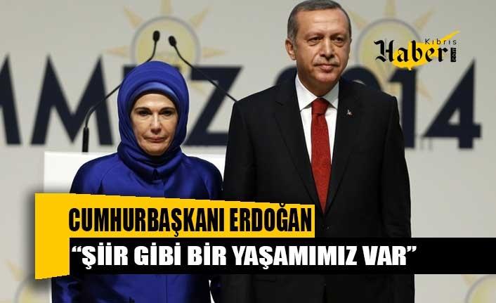 """""""Eşinize şiir yazıyor musunuz?"""" sorusuna Cumhurbaşkanı Erdoğan'dan duygusal yanıt: Şiir gibi bir yaşamımız var"""