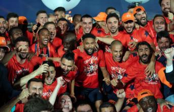 Türkiye Süper Ligi'nde Şampiyon Başakşehir