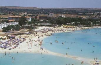 """""""Güney Kıbrıs'ta Turizm Sezonu Başlamadan Bitebilir"""""""