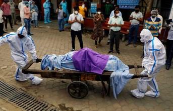 Hindistan'da günlük vaka ve ölüm sayısında rekor kırıldı