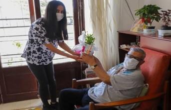Gazimağusa Belediyesi toplum büyüklerinin Babalar Günü'nü kutladı