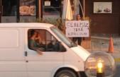 İşten kovulan genç, Girne'de eylem yapıyor
