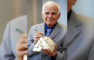Yüzyılın cerrahı 95'inci yaşını 10 bin cerrahla...