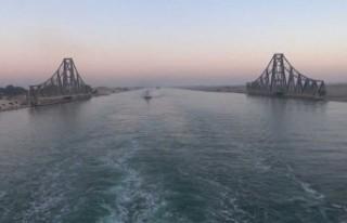 Süveyş Kanalı'nda yaşanan kaza deniz trafiğini...