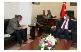 Başbakan Ersan Saner Gazeteci Yazar Hasan Çakmak'ı...