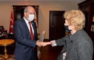 Cumhurbaşkanı Ersin Tatar Jane Holl Lute'la bir...