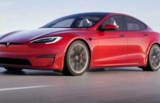 Elon Musk, en hızlı elektrikli aracını tanıttı:...