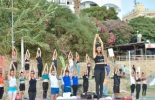 Kervansaray Halk Plajı'nda Yoga Etkinliği