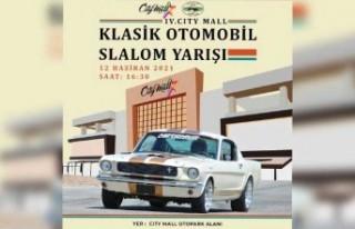 Klasik otomobiller City Mall AVM'de yarışıyor