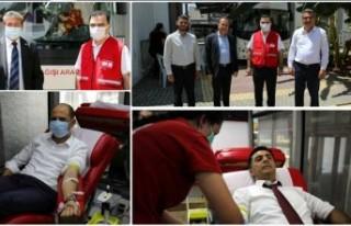Kuzey Kıbrıs Türk Kızılayı kan bağış aracı...