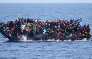 Yemen açıklarında ilerleyen göçmen teknesi alabora...