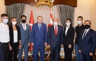 Milli sporcular, Erdoğan'a elde ettikleri başarıları...
