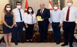 'Kıbrıs Türk Finans Hayatına Bir Yolculuk' adlı kitap, Ersin Tatar'a takdim edildi