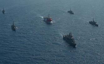 Oruç Reis'e deniz kuvvetleri refakat ediyor
