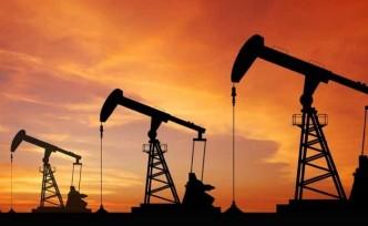 Petrol 7 yılın zirvesinden geriledi