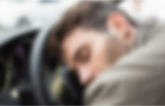 Arabada erkek cesedi bulundu