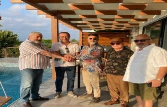 Ünlü sanatçı İzzet Yıldızhan Kıbrıs'tan ev aldı