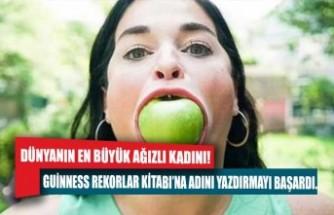 Dünyanın en büyük ağızlı kadını! Bütün elmayı tek seferde ağzına atabiliyor