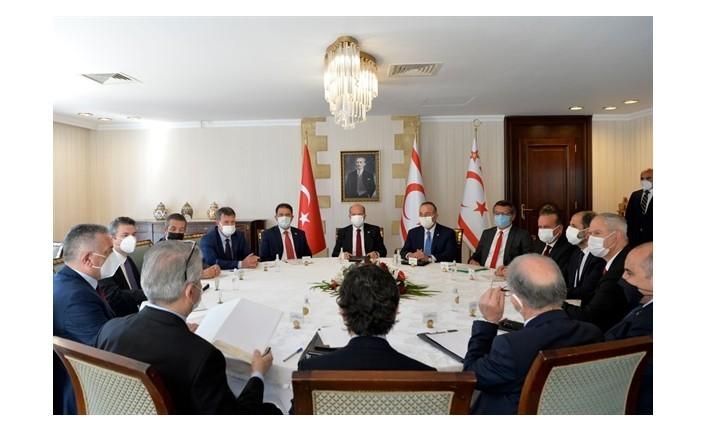 Cumhurbaşkanlığı'nda meclis'te temsil edilen partilerin başkanlarıyla yapılan  toplantı tamamlandı