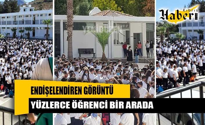 Endişelendiren görüntü: Yüzlerce öğrenci bir arada!